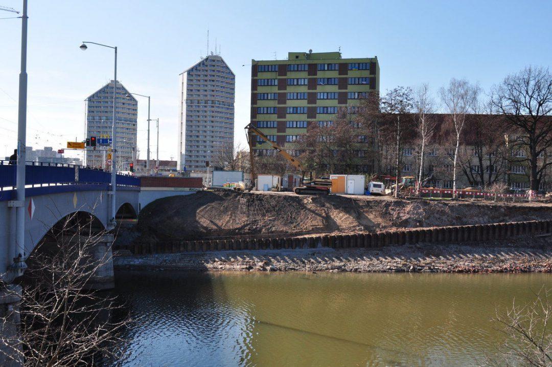 Budowa ścieżki rowerowej pod Mostem Szczytnickim.