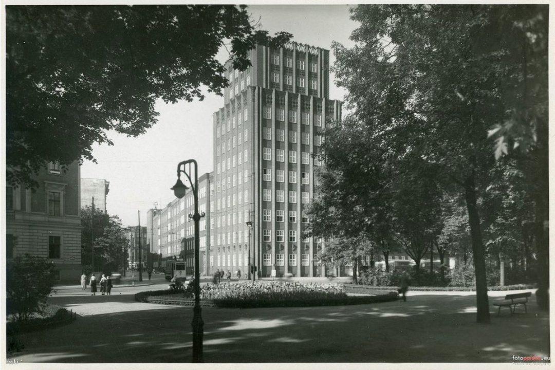 Rok 1941 , Budynek Poczty widziany z Parku Słowackiego.
