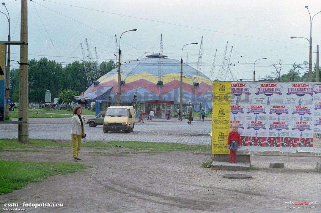 """""""Goliat"""" czyli dawny namiot cyrkowy, znajdujący się na Placu Grunwaldzkim. – Miejsca we Wrocławiu."""