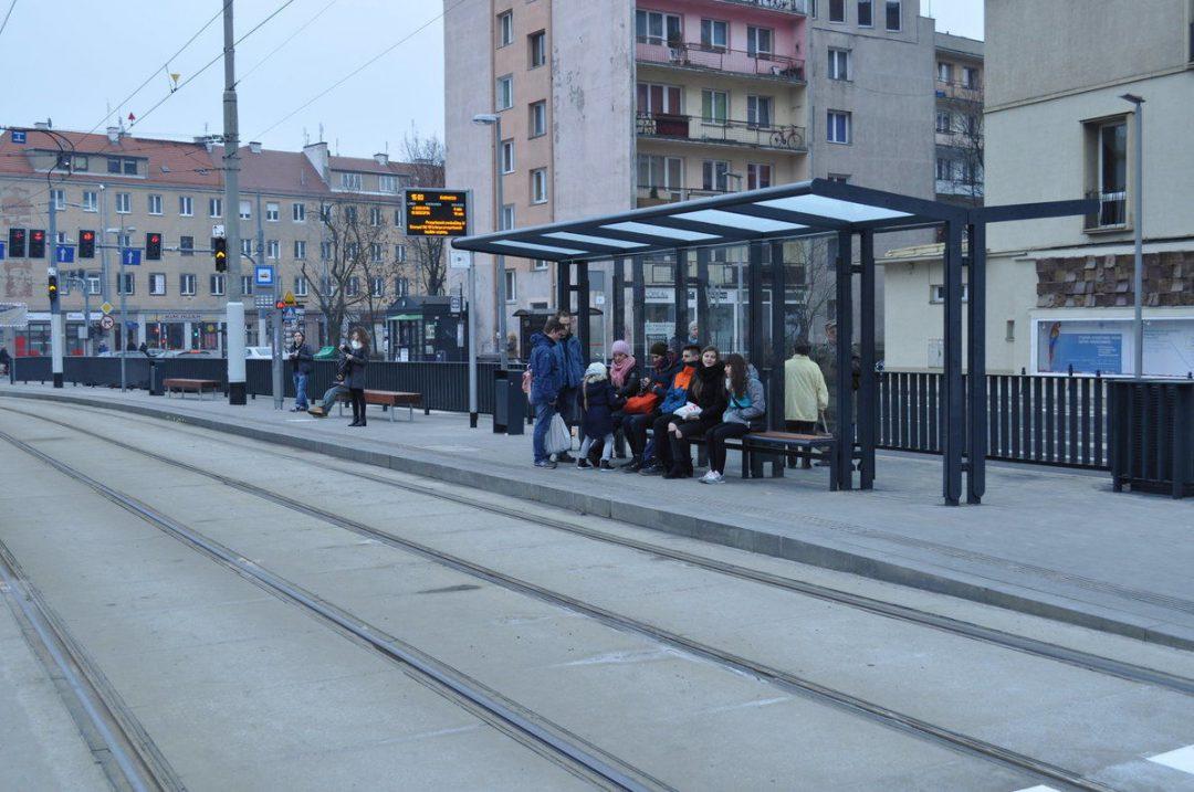 Od września uczniowie za darmo pojadą komunikacją miejską. – MiejscaWeWroclawiu.pl