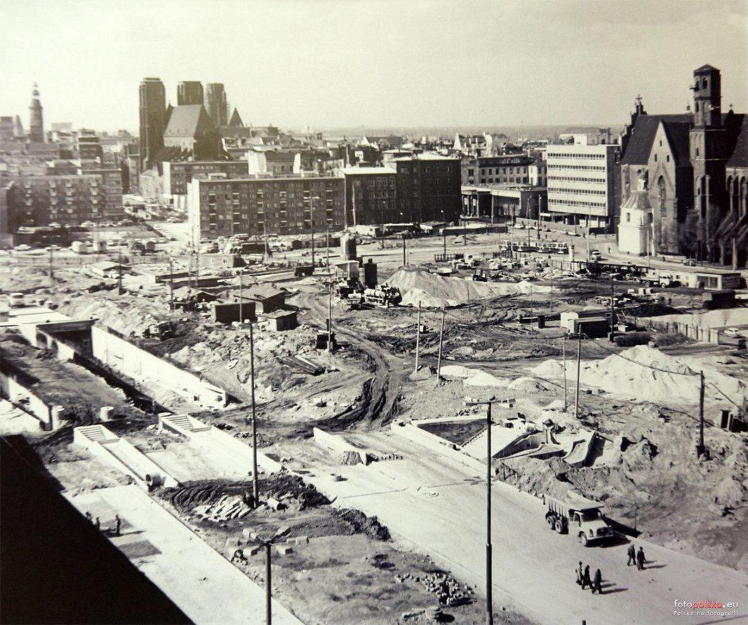 Budowa tuneli na placu Dzierżyńskiego. – Miejsca we Wrocławiu.