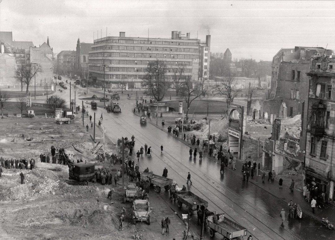 Plac Kościuszki w 1954 roku. – Miejsca we Wrocławiu.