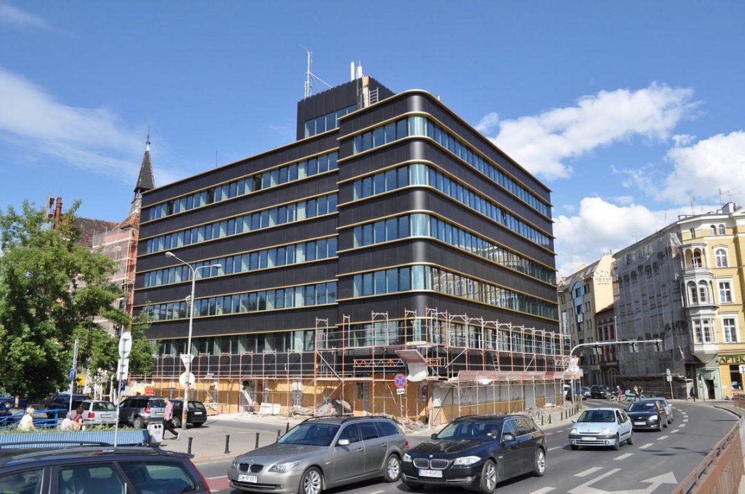 W dawnym szpitalu na Jana Pawła II powstają biura i lofty.