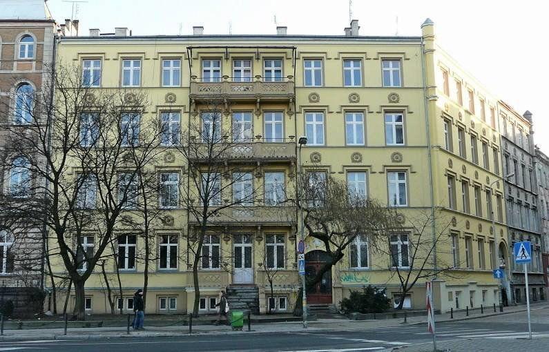 """Kamienica, w której kręcony był """"Świat według Kiepskich"""". – Miejsca we Wrocławiu."""