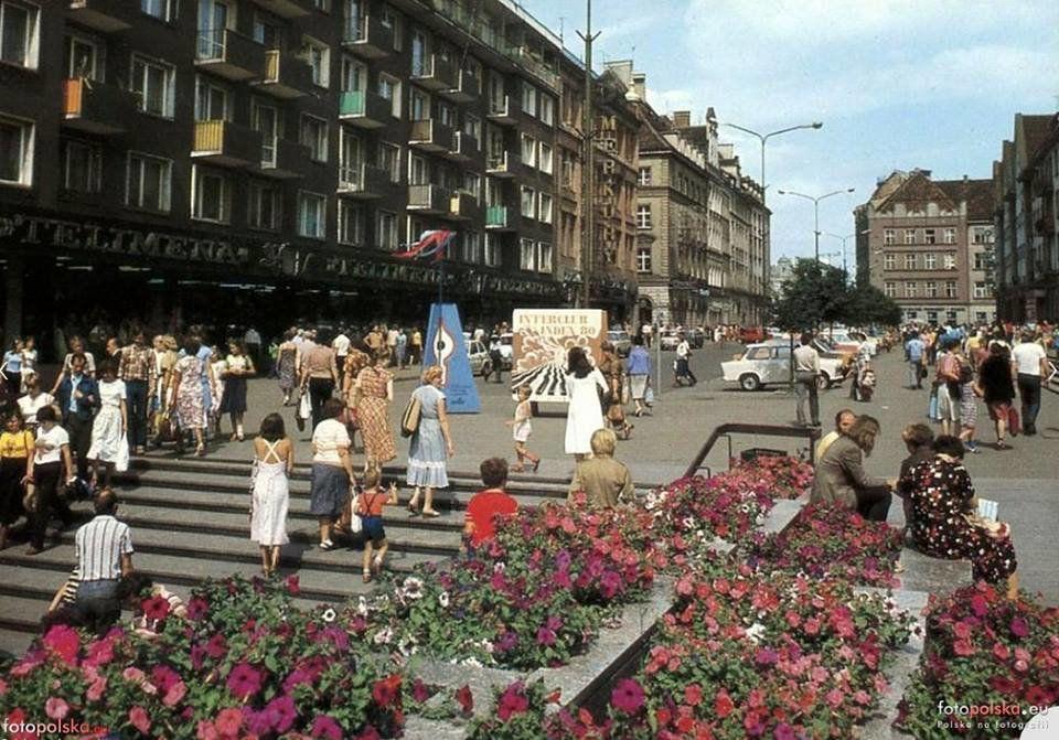 Przejście podziemne na ul. Świdnickiej w latach 1980.