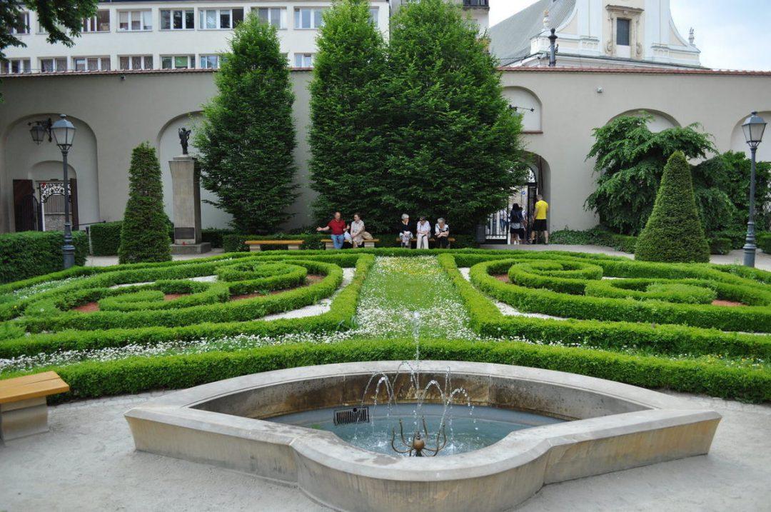 Zjawiskowy ogród Ossolineum. – Miejsca we Wrocławiu.