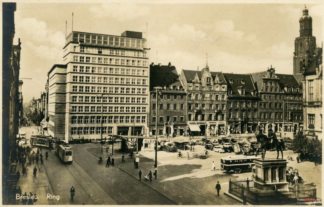 Dawna stacja benzynowa, która znajdowała się w Rynku. – Miejsca we Wrocławiu.