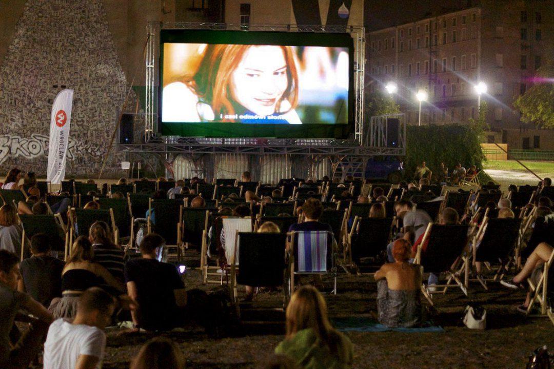 Rusza weekendowe kino plenerowe [REPERTUAR] – Miejsca we Wrocławiu.