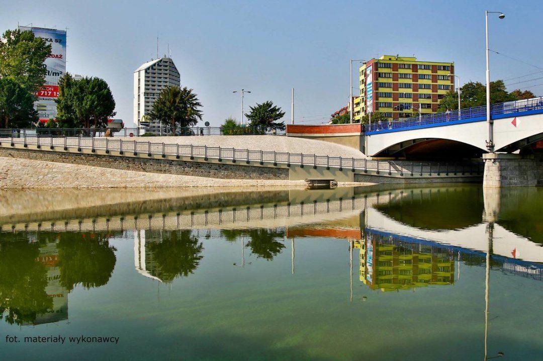 Zakończyli budowę ścieżki rowerowej pod Mostem Szczytnickim. – Miejsca we Wrocławiu.