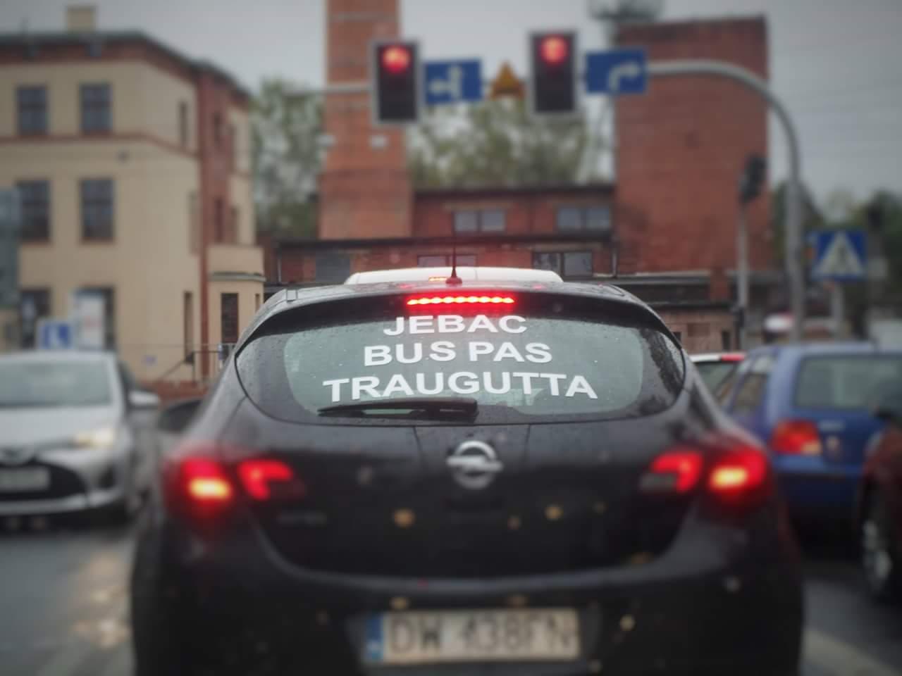 Mieszkańcy domagają się likwidacji buspasa na ul. Traugutta. – Miejsca we Wrocławiu.