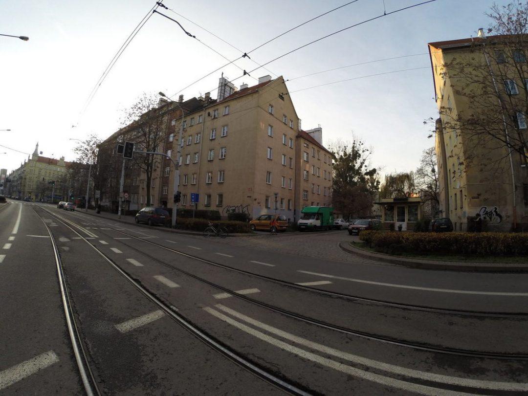 """Niewybudowana ulica """"Krzywa"""". – Miejsca we Wrocławiu."""