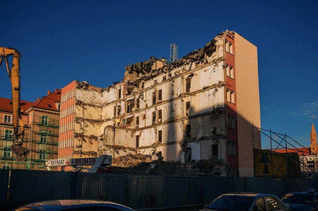 W centrum miast burzą dawne biurowce. – Miejsca we Wrocławiu.