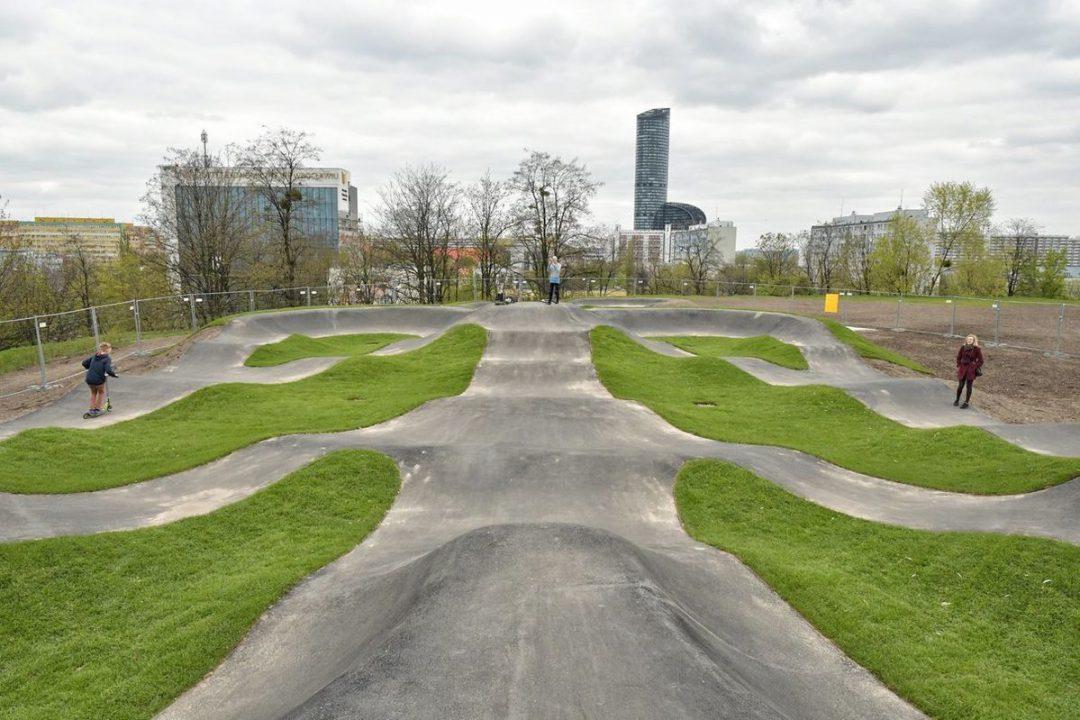 Nowa atrakcja dla rowerzystów powstała na Wzgórzu Andersa! – Miejsca we Wrocławiu.