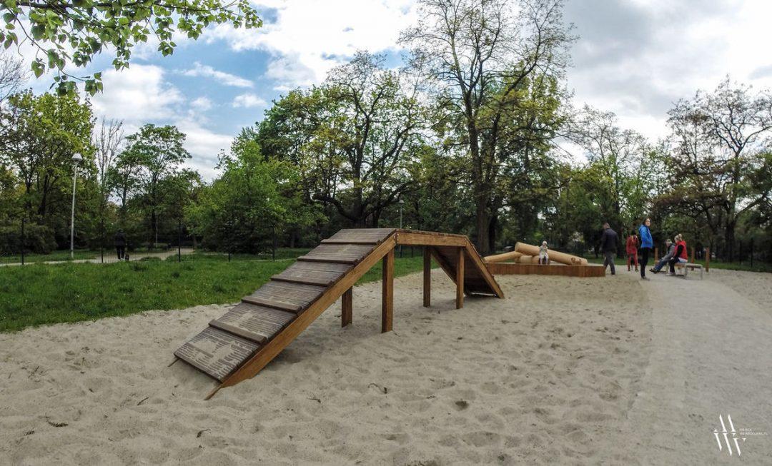 W Parku Tołpy powstał plac zabaw dla psów! – Miejsca we Wrocławiu.