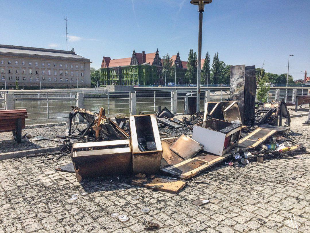 Pożar przy Moście Pokoju, spłonął Food Truck. – Miejsca we Wrocławiu.
