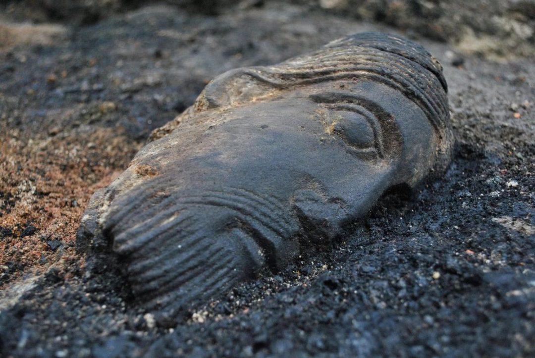 Na terenie budowy przy placu Nowy Targ zaleziono 800-letnią rzeźbę. – Miejsca we Wrocławiu.