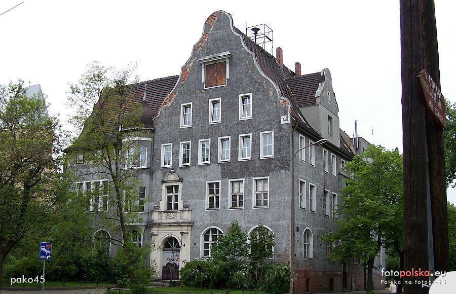 Rusza remont starego ratusza na Brochowie. – Miejsca we Wrocławiu