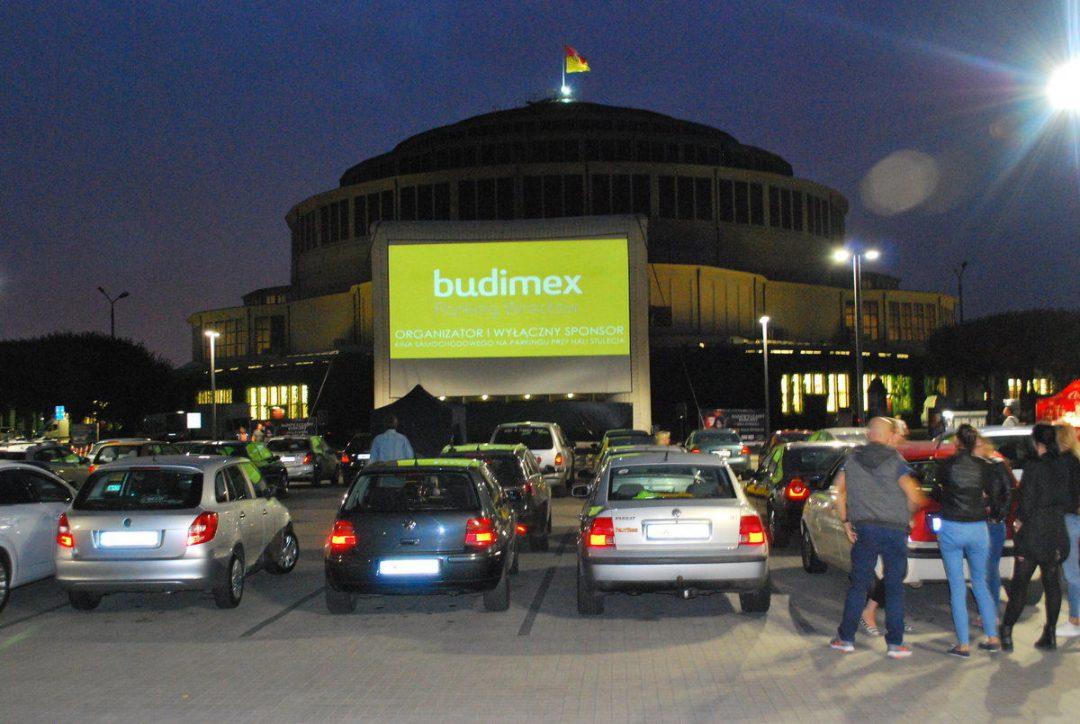 Kino samochodowe przy Hali Stulecia [REPERTUAR]. – Miejsca we Wrocławiu