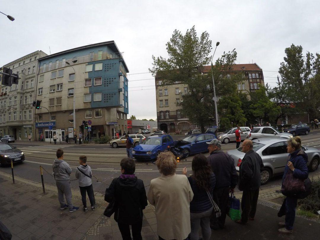 Wypadek na ul. Jedności Narodowej [UTRUDNIENIA]. – Miejsca we Wrocławiu