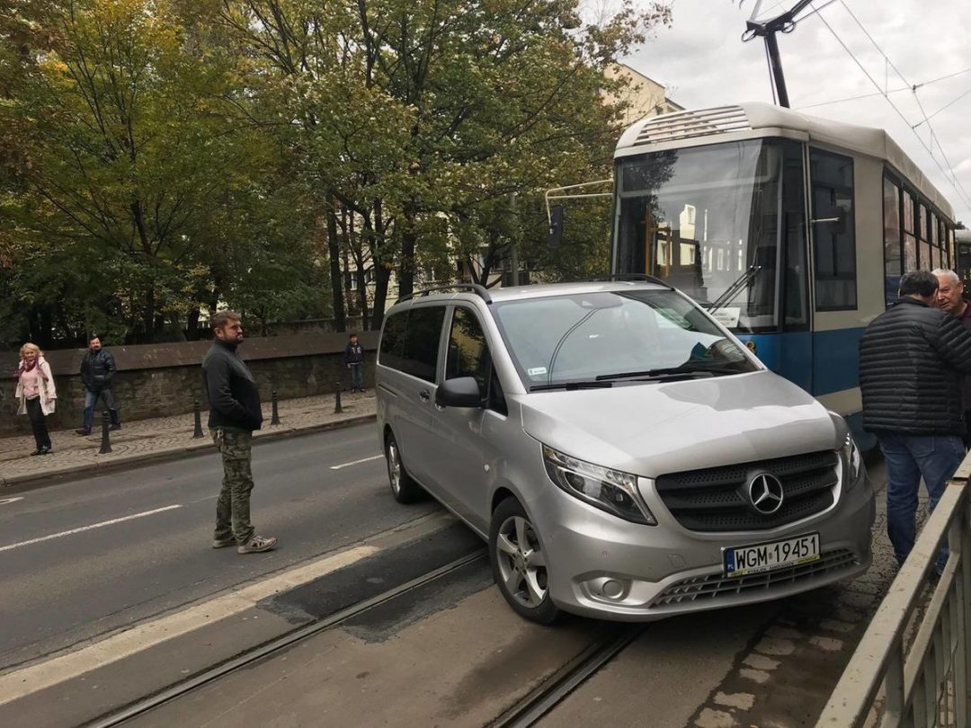 Przy ul. Św. Mikołaja doszło do wypadku [UTRUDNIENIA MPK]. – MiejscaWeWroclawiu.pl