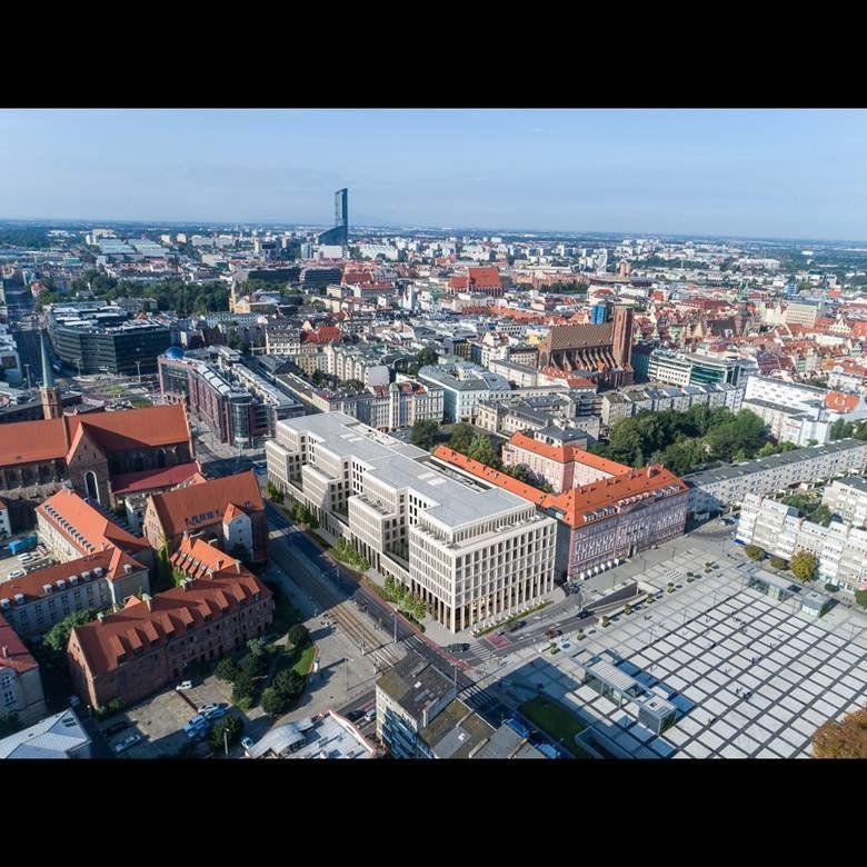 Przy placu Nowy Targ powstanie duży biurowiec [WIZUALIZACJE]. – MiejscaWeWroclawiu.pl