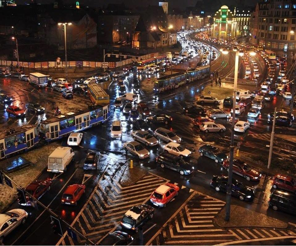 30 zł – tyle możemy zapłacić za wjazd do ścisłego centrum, samochodem z silnikiem spalinowym. – MiejscaWeWroclawiu.pl
