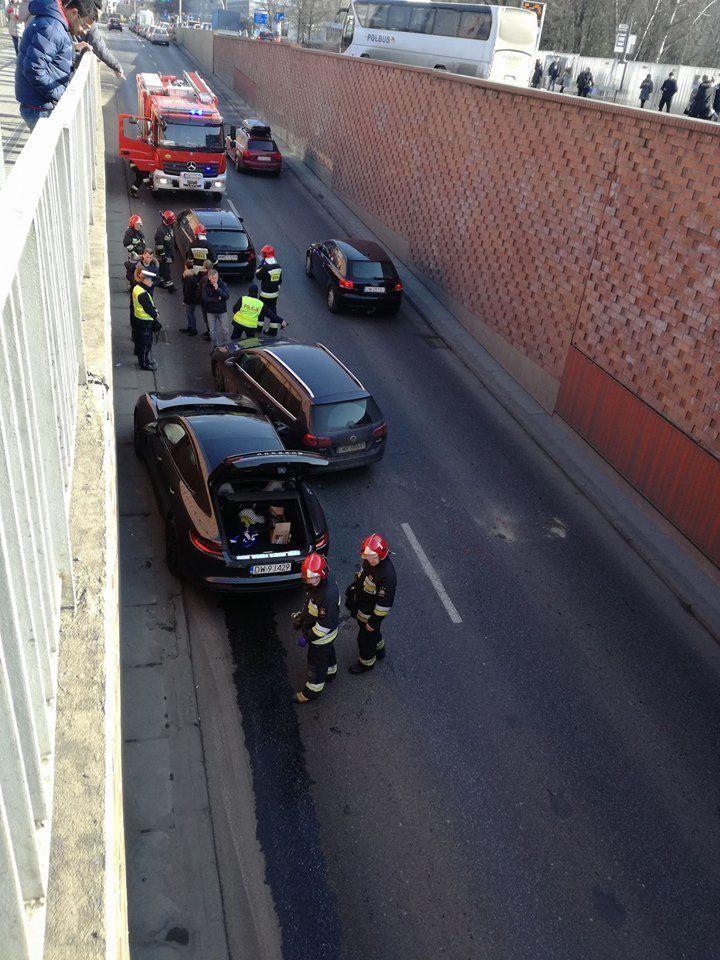 Kolizja w tunelu przy placu Dominikańskim [UTRUDNIENIA]. – MiejscaWeWroclawiu.pl