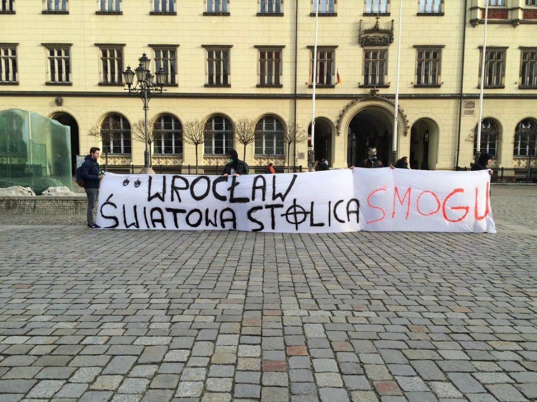 Protest antysmogowy działaczy ONR. – MiejscaWeWroclawiu.pl