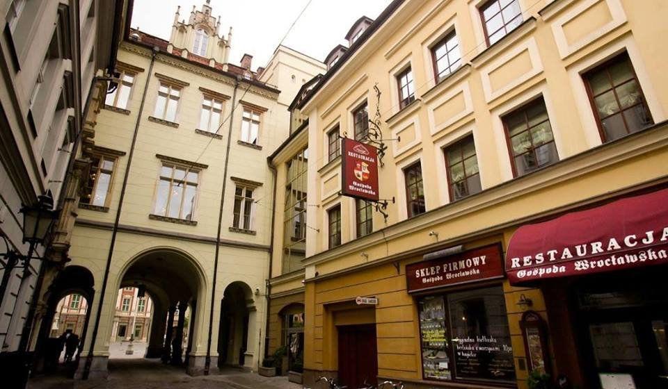 Wiedzieliście, że pod Rynkiem działa podziemny parking? – MiejscaWeWroclawiu.pl