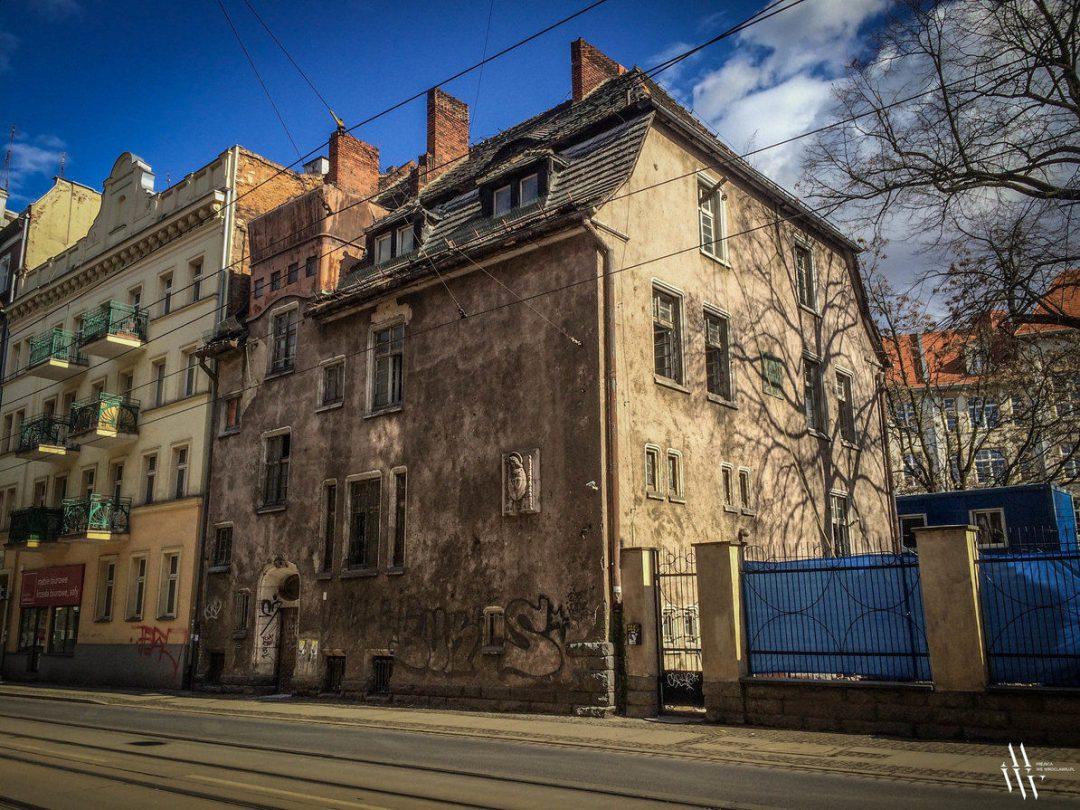 W zabytkowym budynku przy ul. Poniatowskiego, powstanie hotel. – MiejscaWeWroclawiu.pl