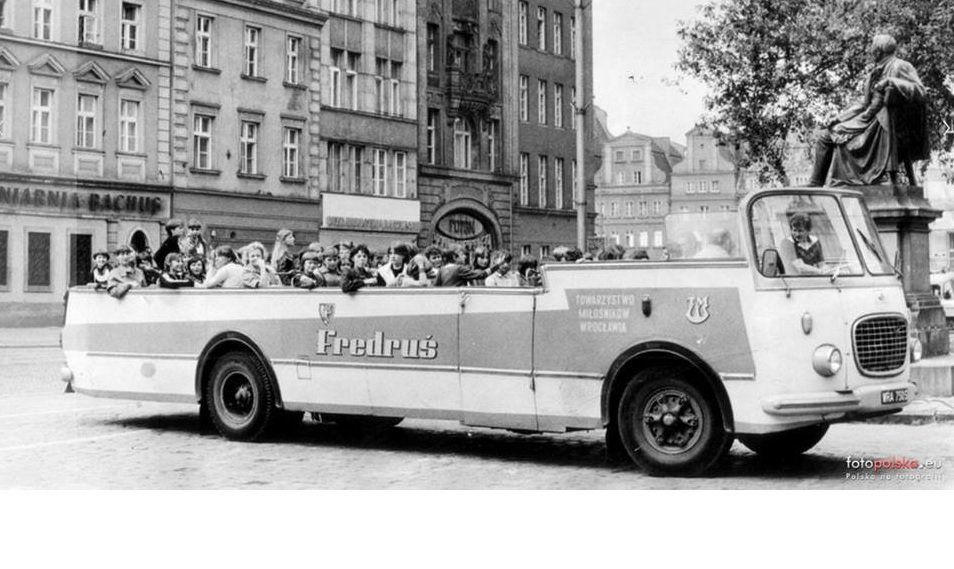"""Legendarny autobus wycieczkowy """"Fredruś"""" – MiejscaWeWroclawiu.pl"""
