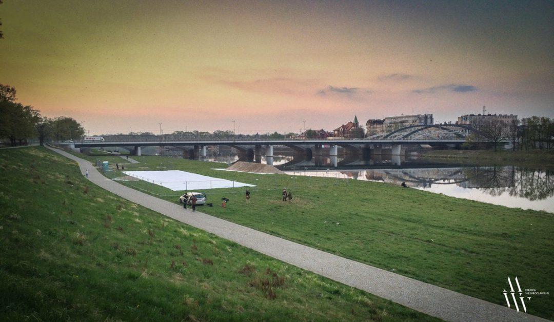 Przy Mostach Warszawskich powstaje nowa plaża. – MiejscaWeWroclawiu.pl