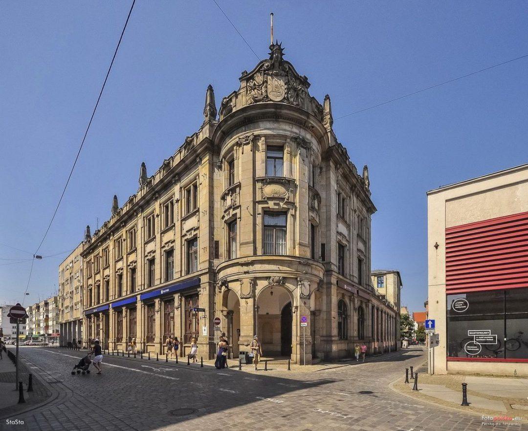 PKO sprzedało budynek, w którym przez ponad 100 lat działał bank. Zobacz co tam powstanie!