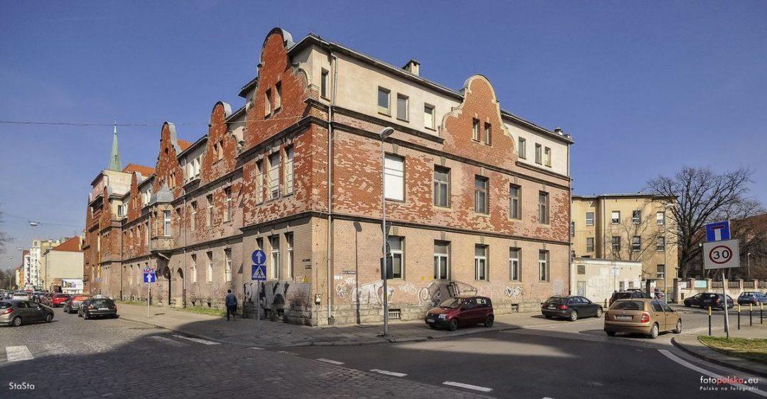Szpital Kolejowy idzie pod młotek. – MiejscaWeWroclawiu.pl
