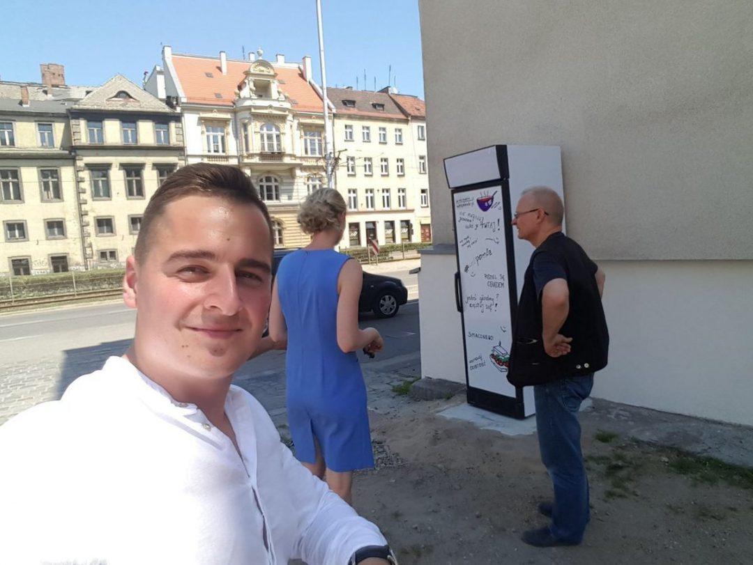 """Powstają kolejne """"społeczne lodówki"""". – MiejscaWeWroclawiu.pl"""