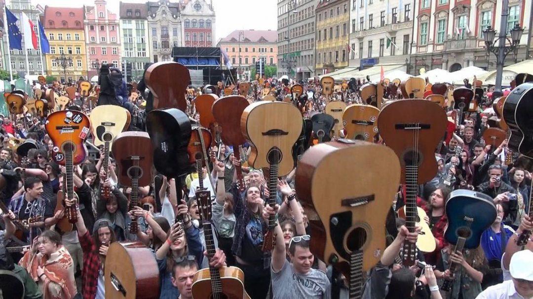 Gitarowy rekord Guinnessa – pobity! – MiejscaWeWroclawiu.pl