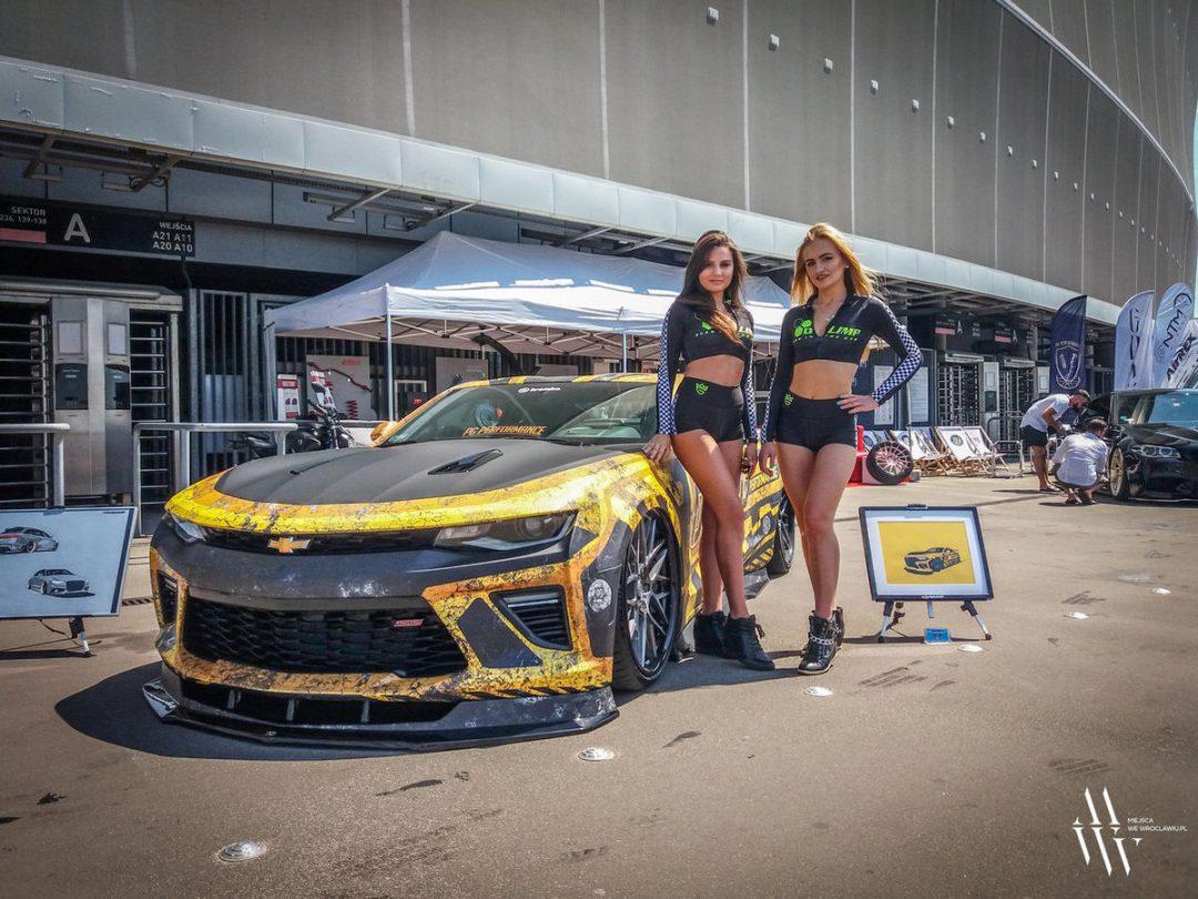 Międzynarodowa wystawa tuningowych samochodów [ZDJĘCIA]. – MiejscaWeWroclawiu.pl
