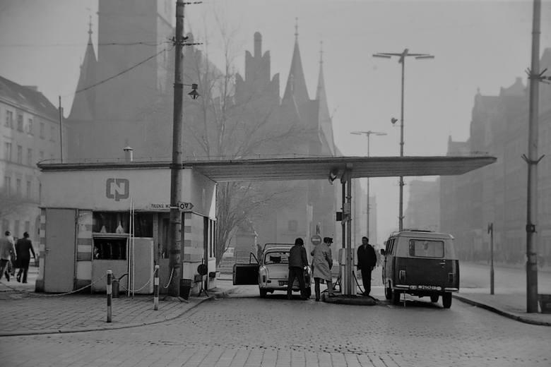 Historia stacji benzynowej na Rynku.