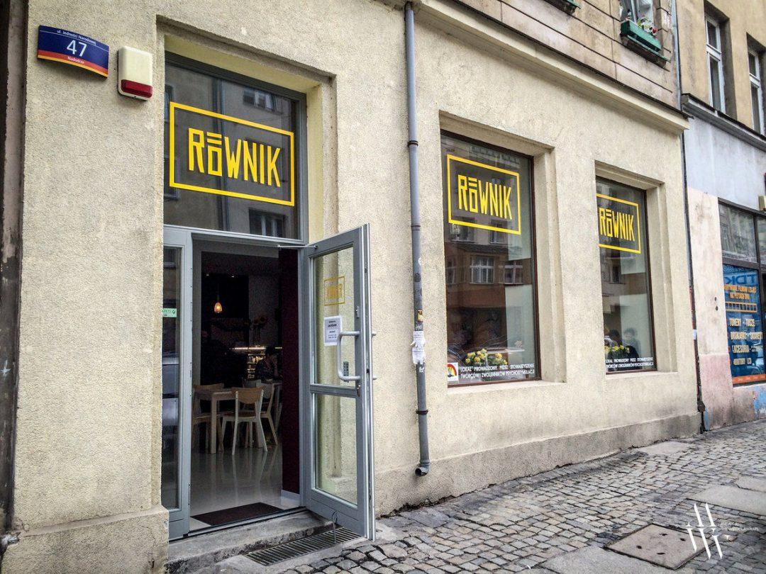 Cafe Równik – otwarte! Pracownikami są osoby niepełnosprawne [ZDJĘCIA]. – MiejscaWeWroclawiu.pl
