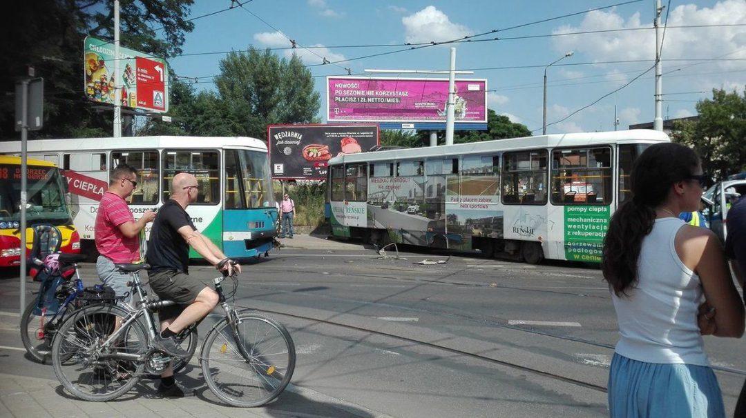 Utrudnienia na Nadodrzu. Z tramwaju odczepił się tylny wagon. – MiejscaWeWroclawiu.pl