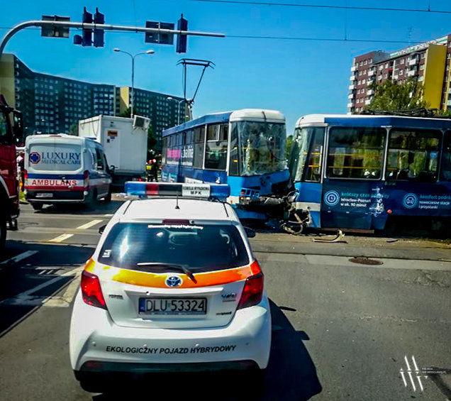 Kolizja ciężarówki z tramwajem [UTRUDNIENIA]. – MiejscaWeWroclawiu.pl