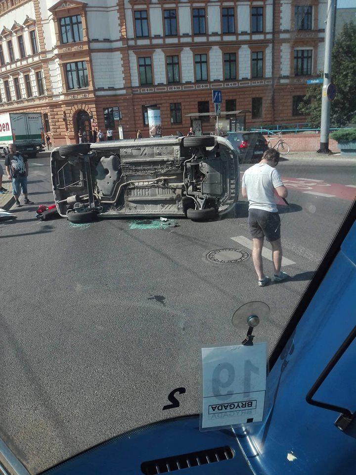 Wypadek na Placu Jana Pawła II [UTRUDNIENIA].- MiejscaWeWroclawiu.pl