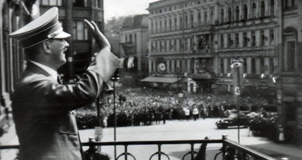 Tu przemawiał Hitler, a później z tego miejsca śpiewał Jan Kiepura… Historia Hotelu Monopol.