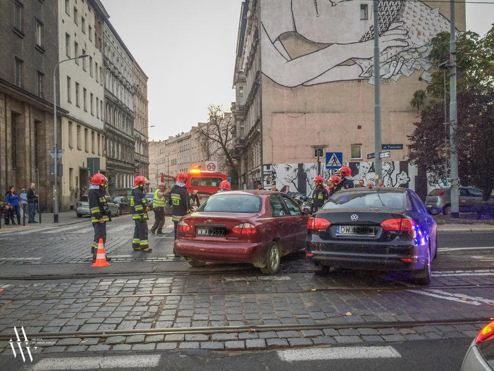 Wypadek na ulicy Pomorskiej [ZDJĘCIA]. – MiejscaWeWroclawiu.pl