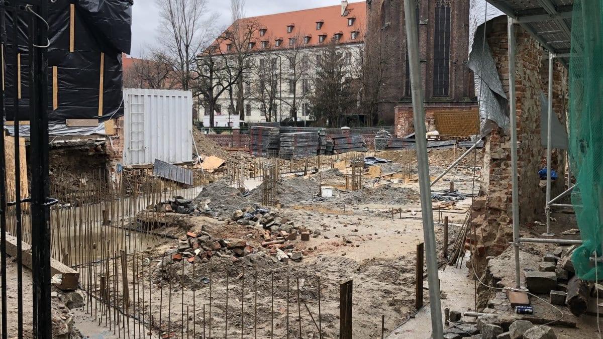 Ruszyły prace przygotowawcze na terenie dawnej drukarni Kurii Wrocławskiej.