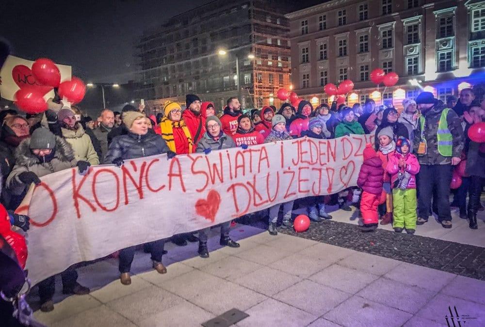 Wrocławianie spotkali się, by wspólnie podziękować Jerzemu Owsiakowi [ZDJĘCIA]