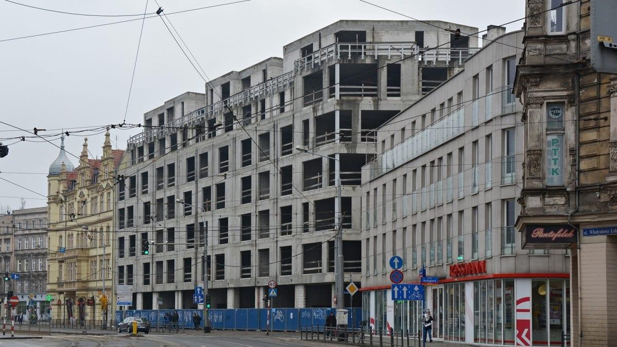 """Kiedy Wrocław pozbędzie się """"szkieletora"""" przy ul. Drobnera?"""