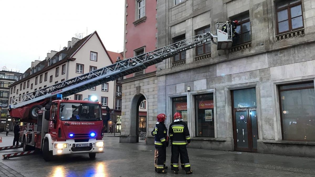 Pożar lokalu w Rynku – trwa akcja gaszenia.