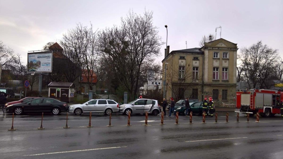 Karambol na ulicy Kochanowskiego [ZDJĘCIA].
