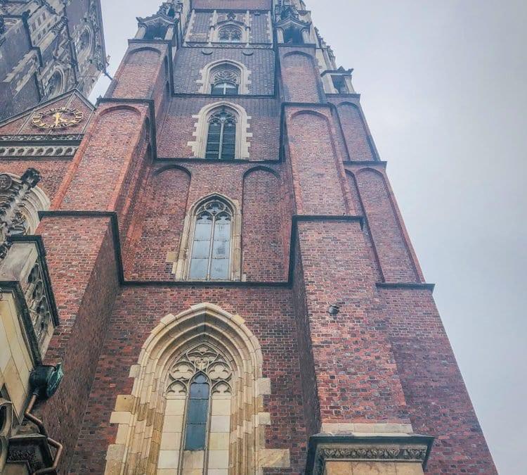 Legenda o pocisku wbitym w wieżę Katedry Wrocławskiej.